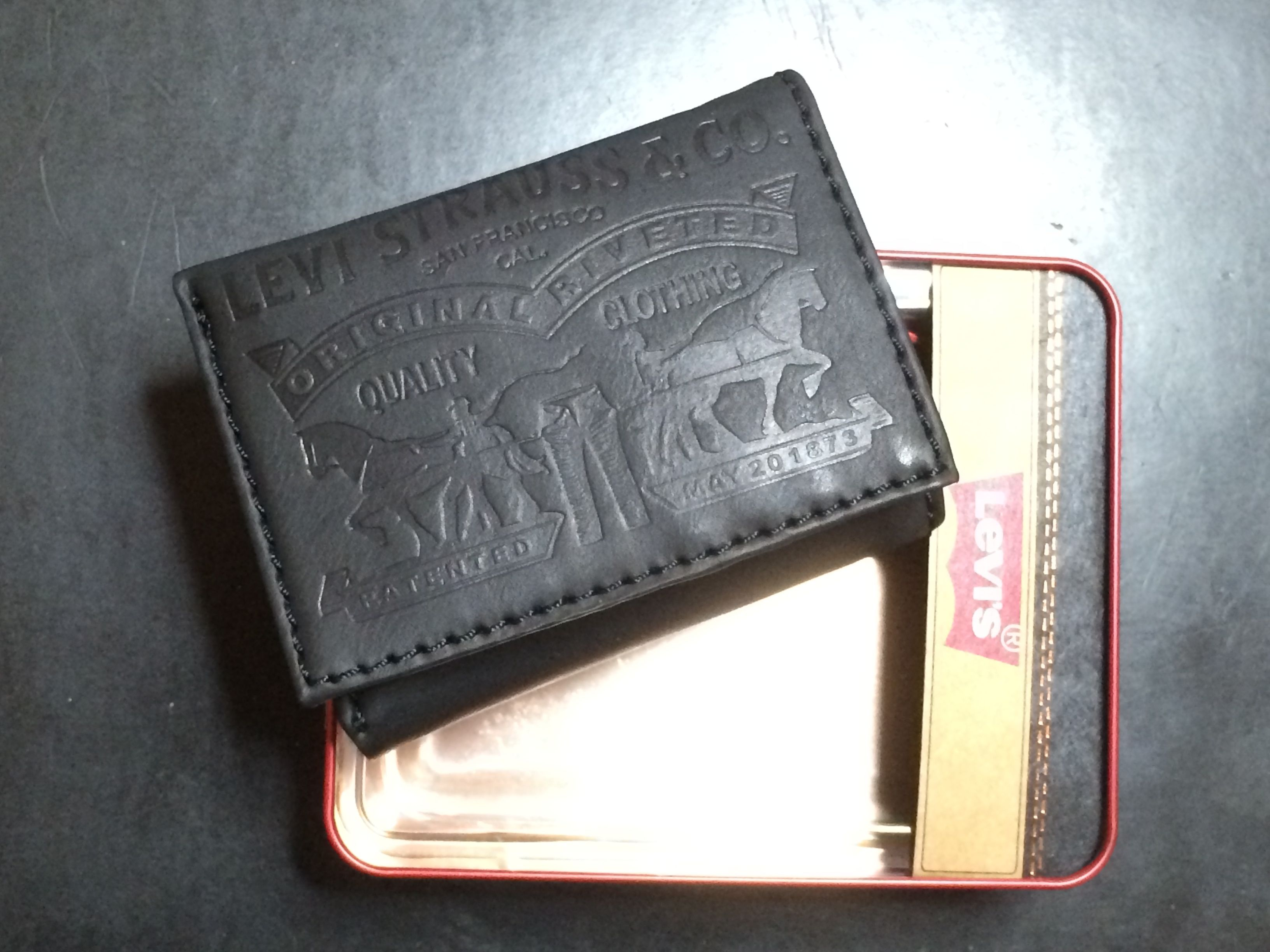 Levi's Two Horse Logo Trifold Wallet - Black (31LV1179)
