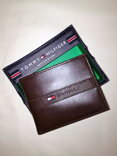 Tommy Hilfiger Passcase Billfold Wallet Brown (0091-5673/02) - Click Image to Close